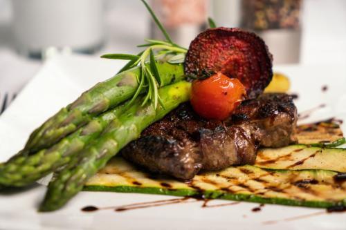 Spargel & Steak